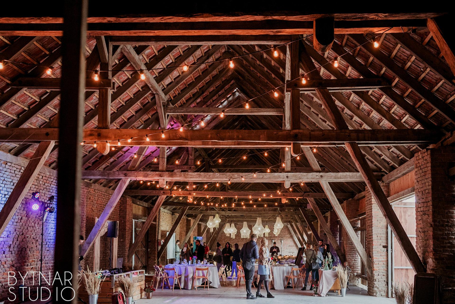girlandowo wesele w stodole