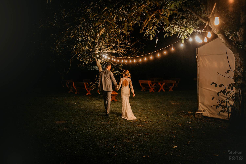 girlandy na wesele w plenerze