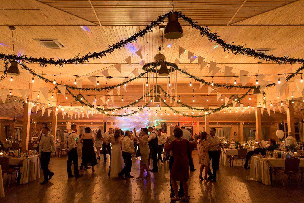 girlandy na wesele, rustykalne dekoracje