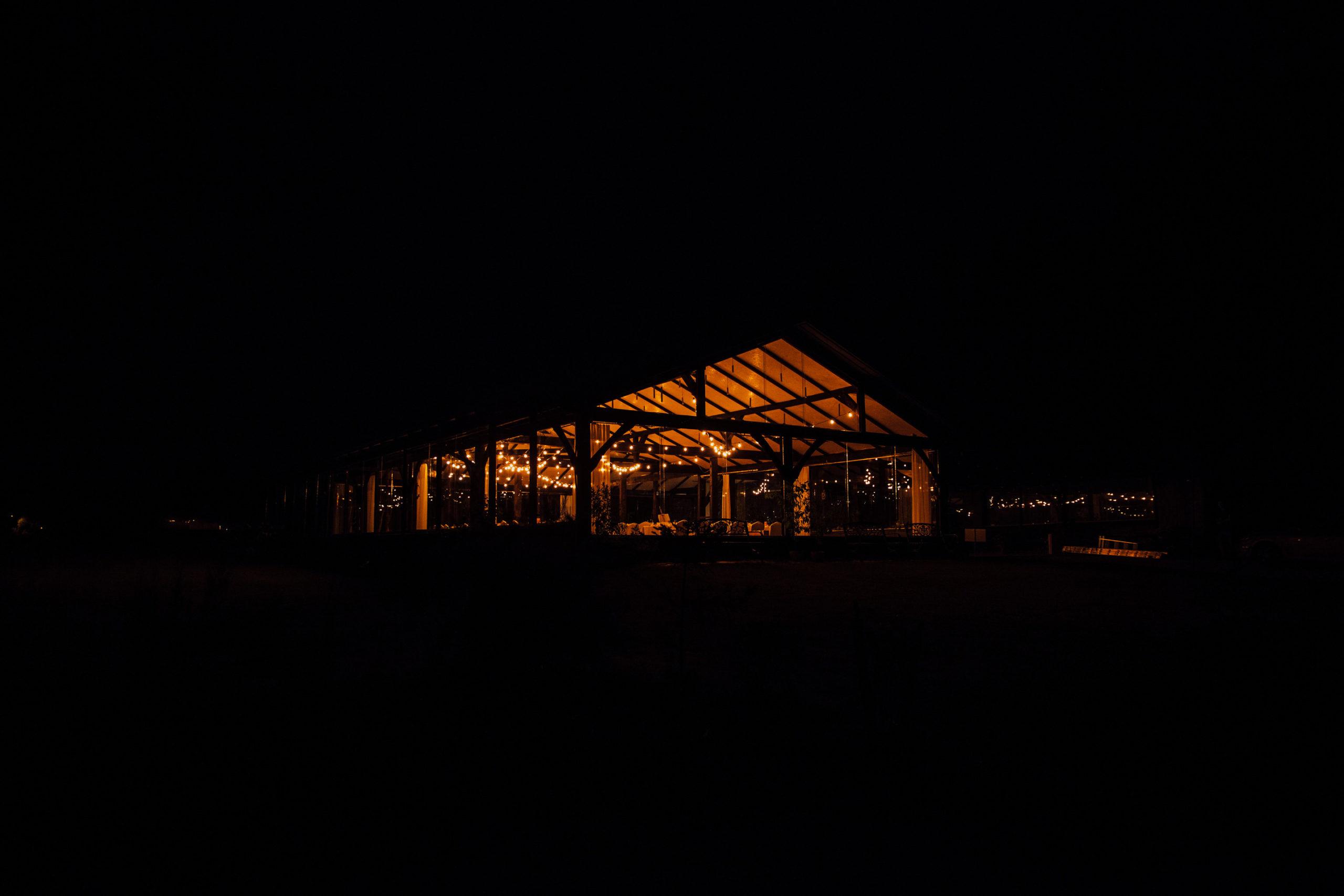uroczysko motycz szklana stodoła girlandowo