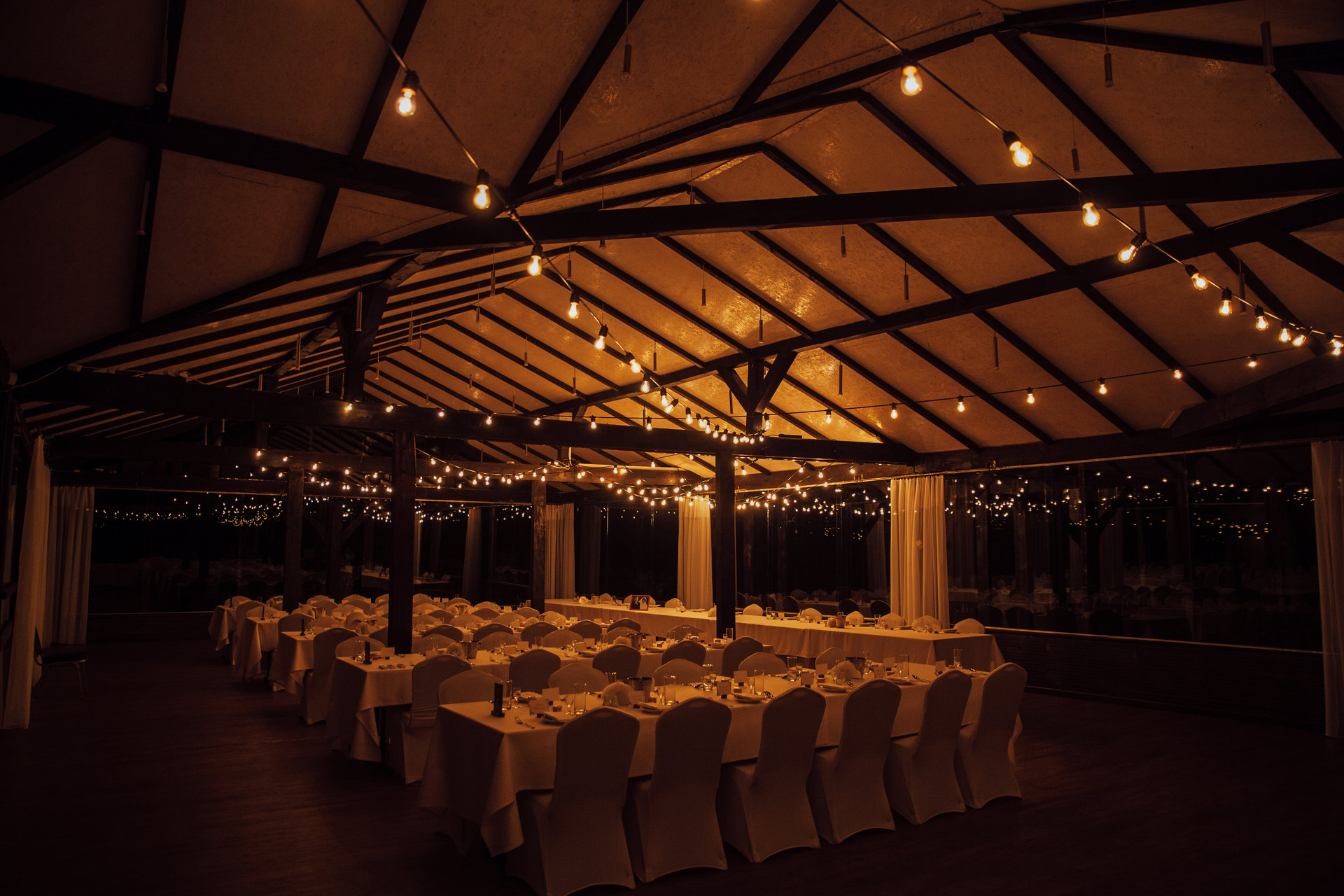 wesele w stodole, girlandowo, motycz
