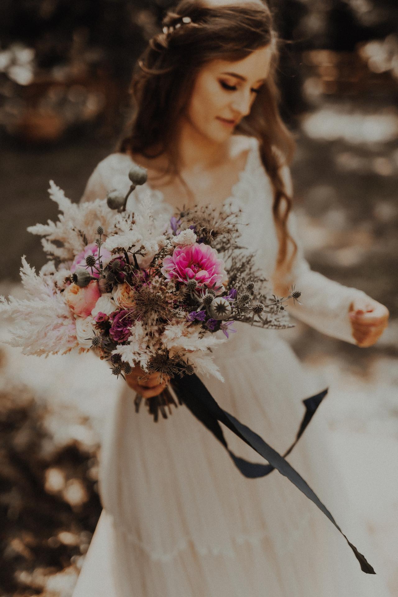 bukiet ślubny, wesele w plenerze