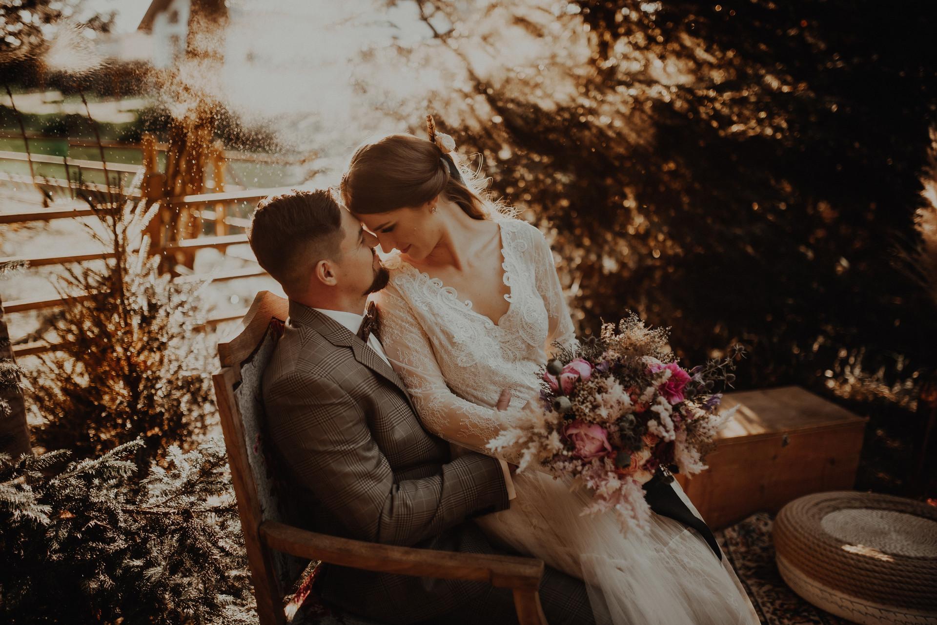 ślubna sesja w ogrodzie
