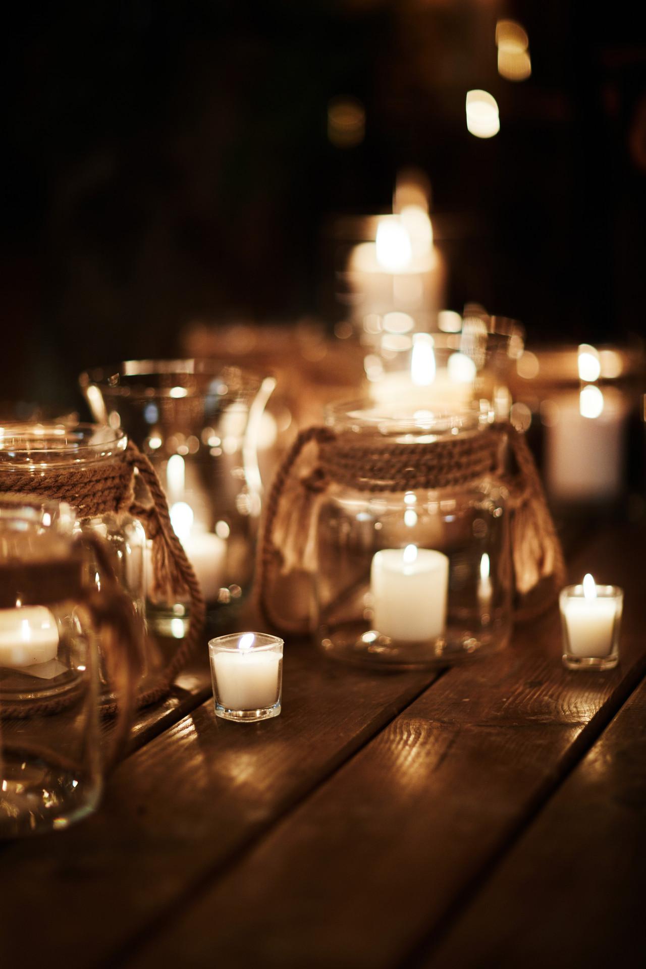 świece, dekoracja ślubu w plenerze