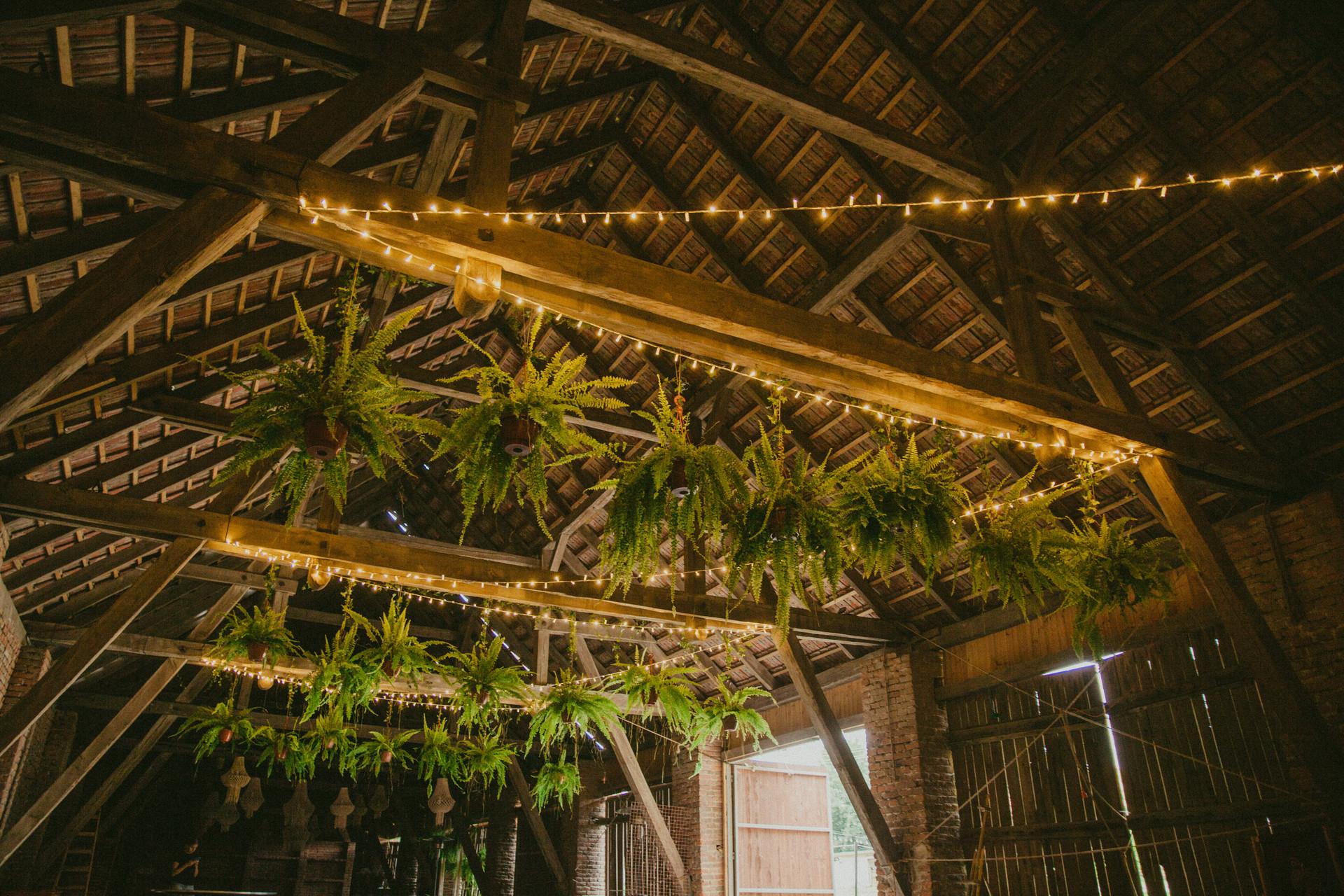 światełka na wesele w stodole