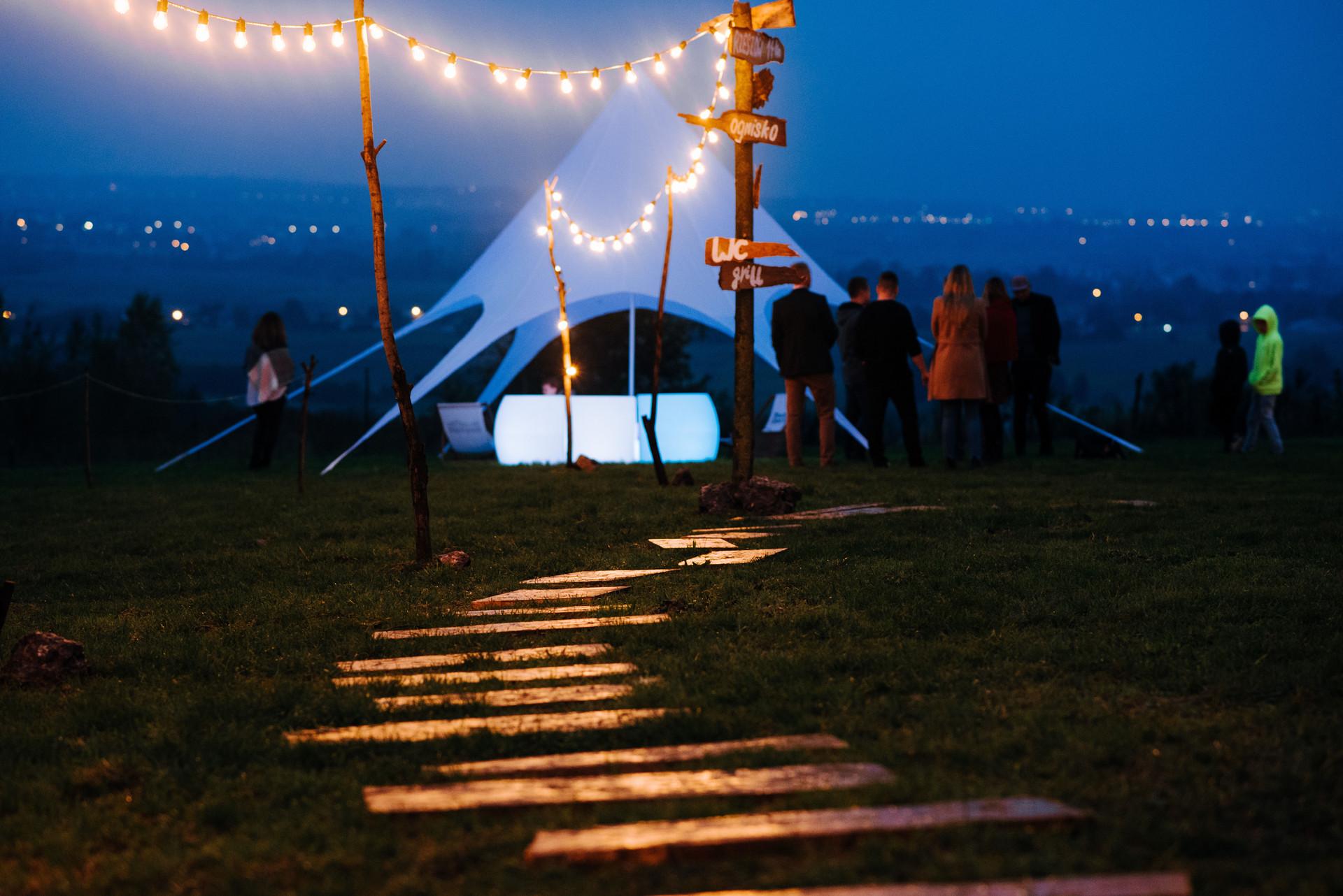 przyjęcie w plenerze, oświetlenie