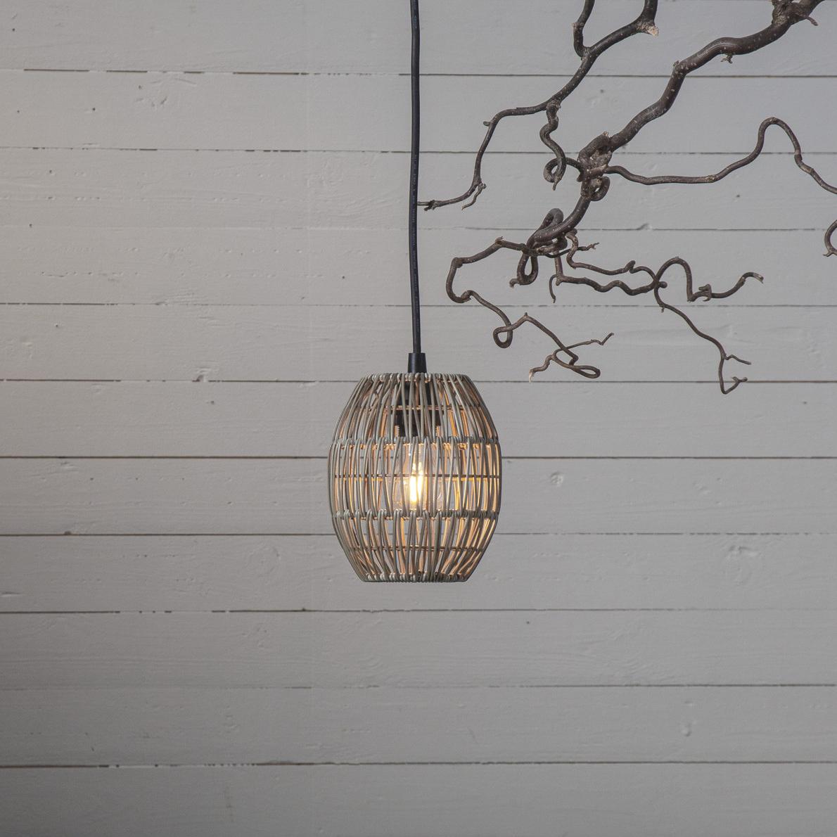 lampa ogrodowa wisząca - klosz rattanowy