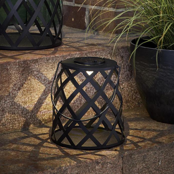 czarna-lampa-solarna